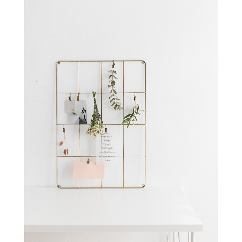 gold metal frame with madam stoltz hooks