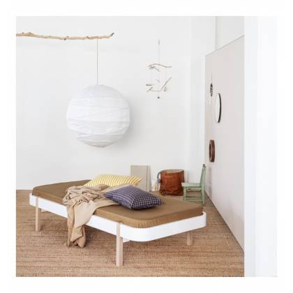 Cama Lounger blanca/roble